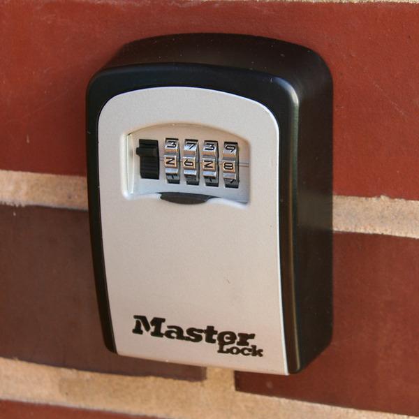 Master Lock Schlüsselsafe 5401EURD mit 4-stelligem Zahlenschloss, für bis zu 6 Schlüssel
