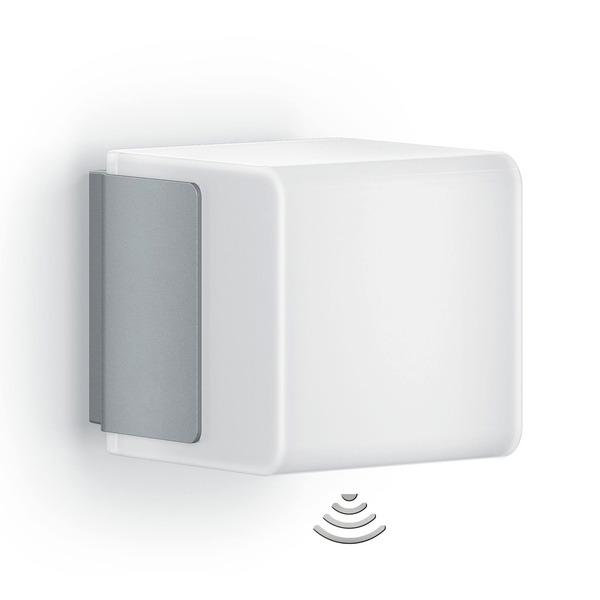 Steinel L 835 LED iHF Sensor-LED-Wandleuchte mit HF-Bewegungsmelder, per App einstellbar, silber