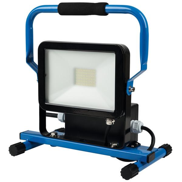 HEITRONIC 30-W-LED-Strahler NORWICH, integrierte Schutzkontaktsteckdose und 2 USB-Ladeports, IP44