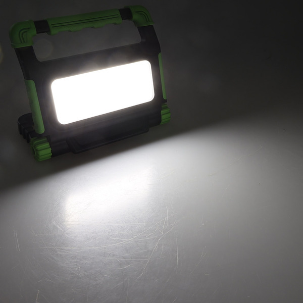 ChiliTec 20-W-Akku-LED-Baustrahler / LED-Fluter BSA-20, neutralweiß, integrierte Powerbank, IP54