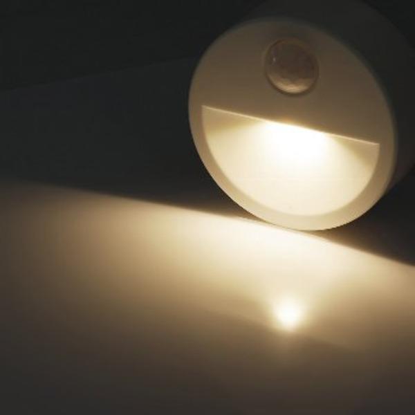 ChiliTec LED-Treppenlicht / LED-Nachtlicht mit PIR-Bewegungsmelder, Batteriebetrieb