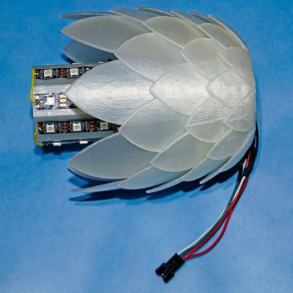 Wohlfühl-Licht - Tannenzapfen-Lampe mit RGB-Leuchte
