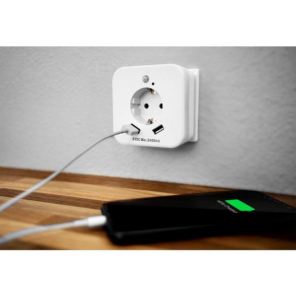 InnTec LED-Nachtlicht mit Bewegungsmelder, Steckdose und 2x USB-Anschlüssen (2,4A)